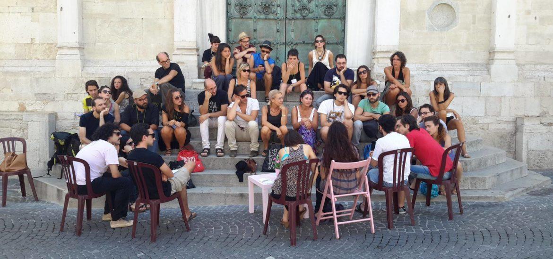 incontro tra spettatori e artisti